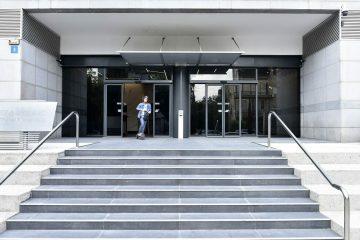 הימלטות מהמבנה – בעזרת דלתות אוטומטיות קורסות